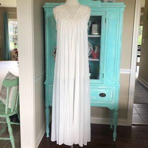 Vintage Miss Elaine 70s 80s White Nightgown Dress